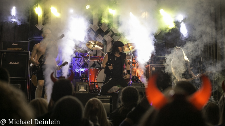 Thunderstruck-ManchesterMusicHall-Lexington_KY-20191214-MichaelDeinlein-29