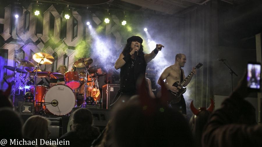 Thunderstruck-ManchesterMusicHall-Lexington_KY-20191214-MichaelDeinlein-30