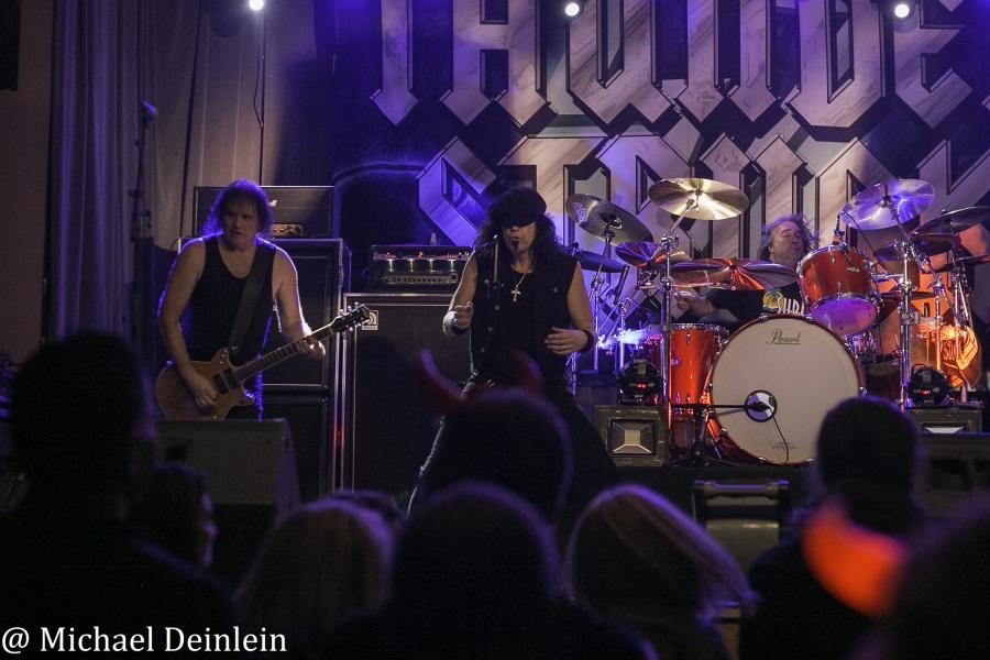 Thunderstruck-ManchesterMusicHall-Lexington_KY-20191214-MichaelDeinlein-33